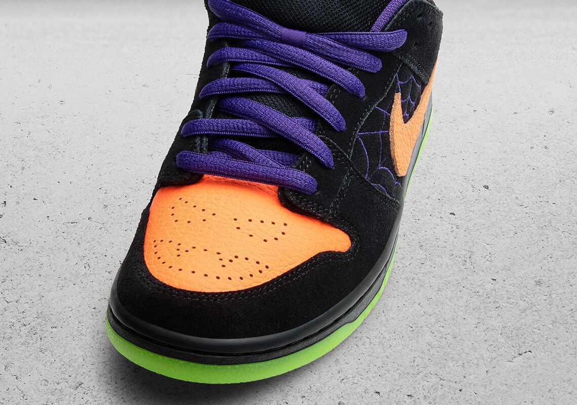 nike sb dunk low night of mischief 1